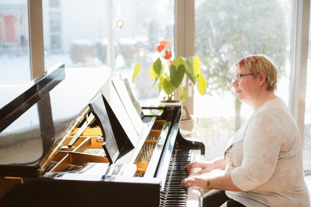 Sonja Große am Klavier